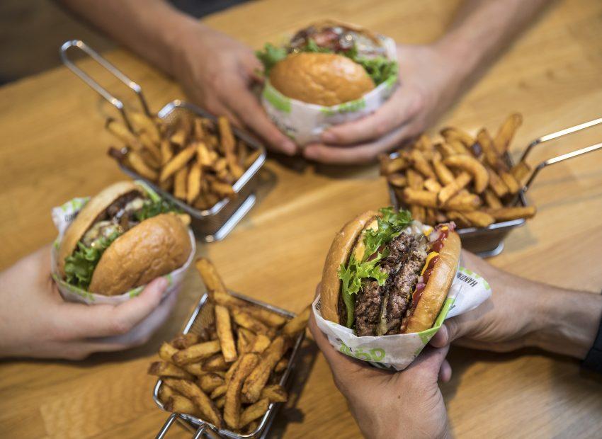 """NoHo Partners ostaa hittiketju Friends & Brgrsin ja lanseeraa Suomen ensimmäisen """"cloud kitchenin"""": kolmessa vuodessa 30-50 ravintolaa, tavoite nousta Suomen johtavaksi hampurilaisbrändiksi ja digitaalisen ravintolamyynnin markkinajohtajaksi"""